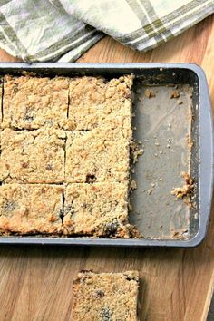 A sweet crumble traybake using mincemeat. The mincemeat crumble slices make a great alternative to traditional mince pies. Xmas Food, Christmas Cooking, Baking Recipes, Dessert Recipes, Mince Recipes, Uk Recipes, Baking Desserts, Dessert Ideas, Vegan Recipes