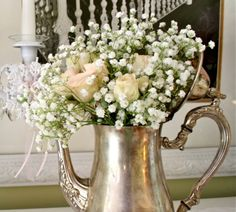 Tea pots with rose, baby breath.  This is so beautiful.  I want this on my table.