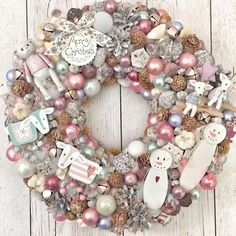 Christmas Advent Wreath, Christmas Wood Crafts, Christmas Decorations For The Home, Pink Christmas, Winter Christmas, Merry Christmas, Christmas Villages, Festival Decorations, Diy Wreath