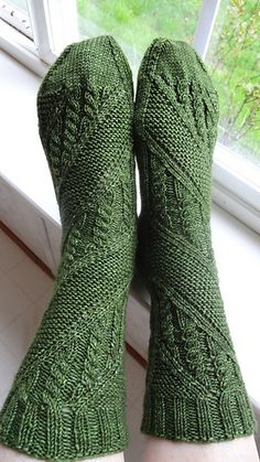 Ravelry: Project Gallery for Clue Sock pattern by verybusymonkey Loom Knitting, Knitting Stitches, Knitting Socks, Hand Knitting, Crochet Socks, Knit Or Crochet, Knit Socks, Knitting Patterns, Crochet Patterns