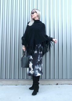 Poncho over a midi skirt with knee high boots, outfit idea from the NYFW runway. Fashion Over, Fashion 2020, Love Fashion, Spring Fashion, Winter Fashion, Fashion Ideas, Fashion Trends, Cool Style, Funky Style