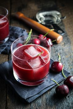 Cherry-Chocolate Bourbon Cocktail #recipe #drinks #alcohol #cocktails