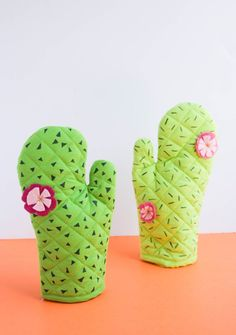 Are these not the cutest oven mitts ever? I was super thrilled with how they t… - Cactus DIY Cactus Craft, Cactus Decor, Sewing Crafts, Sewing Projects, Craft Projects, Summertime Pictures, Kids Crafts, Arts And Crafts, Teen Rooms