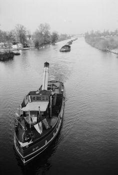 Berlin, Bezirk Spandau, Schleppschiff mit Lastkähnen auf der Havel; Com_L07-0134-0002-0006