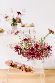 Mid-century modern tea party decor: http://www.stylemepretty.com/living/2016/10/03/tea-time-just-got-a-whole-lot-cooler/ Photography: Anna Wu - http://annawu.com/