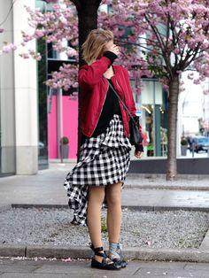 deconstructed plaid skirt high-low, red bomber jacket, black sweater, black bag, miu miu ballet flats black, spring - outfit, blogger, hamburg, streetstyle