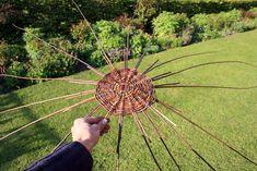 How to weave a wicker basket - jonsbushcraft.com