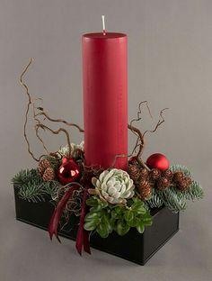 72d475bdc04c85764267f76f1df8bcb1.jpg (484×640) Christmas Flower Arrangements, Christmas Flowers, Christmas Candles, Christmas Wood, Christmas 2017, Christmas Time, Advent Candles, Christmas Wreaths, Christmas Decorations To Make