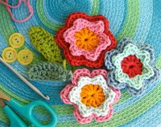 10 ways to crochet flowers:  free patterns & tutorials. I might learn to crochet again for flowers. :)