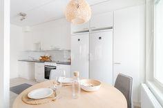 Keittiö on kodin sydän <3. Vaaleat puunsävyt luovat pehmeyttä uuden kodin keittiöön.