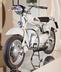 The Motom Delfino, a scooter for the Bar Sport - Italian Ways 250cc Motorcycle, Motorcycle Engine, Antique Motorcycles, Cars And Motorcycles, Classic Motors, Classic Cars, Scooters, Bike Style, Bike Art