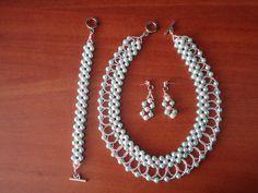 Juego de Collar, pulsera y aretes en perlas