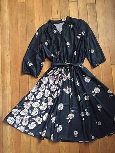 vintage 1970's dress // 70s floral dress with belt