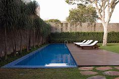 Image from http://www.decoracaoplanejada.com/wp-content/gallery/jardim-com-piscina/jardim-com-piscina-7.jpg.
