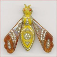 Vintage Jewelry •~• Bakelite bee brooch with rhinestone accents