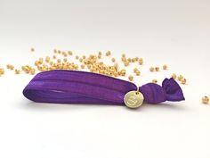 Superchicke elastische Hairties in lila. Beaded Bracelets, Pearls, Jewelry, Lilac, Wristlets, Jewlery, Jewerly, Pearl Bracelets, Beads