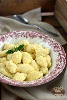 Kluseczki serowe Easy Cooking, Cooking Recipes, Vegan Junk Food, Vegan Sushi, Polish Recipes, Polish Food, Vegan Smoothies, Frugal Meals, Vegan Sweets