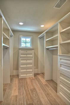 Oh how I would love a walk-in closet someday. Walk-in Closet Design, Pictures, Remodel, Decor and Ideas @ Home Design - love this look Walk In Closet Design, Bedroom Closet Design, Master Bedroom Closet, Closet Designs, Bedroom Closets, Extra Bedroom, Wardrobe Design, Wall Of Closets, Walk In Closet Size