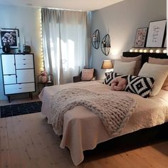 New room decor for teen girls pretty bedroom ideas 24 ideas Bedroom Decor For Teen Girls, Cute Bedroom Ideas, Room Ideas Bedroom, Small Room Bedroom, Home Decor Bedroom, Girl Bedrooms, Pretty Bedroom, Kids Bedroom, Bedroom Colors
