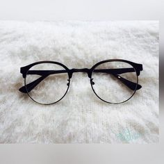 (notitle) - Glasses - - Home Maintenance - No Make Up - Glasses Frames - Homecoming Hairstyles - Rustic House Glasses Frames Trendy, Fake Glasses, New Glasses, Cool Glasses, Stylish Sunglasses, Sunglasses Women, Glasses Trends, Lunette Style, Fashion Eye Glasses