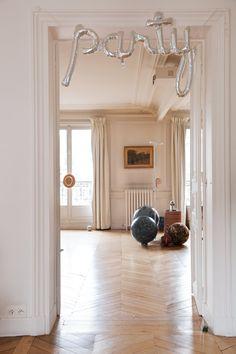 The Socialite Family | Salon au clair du jour. #portrait #meet #edwinadecharette #lacontrie #livingroom #salon #furniture #mobilier #art #scultpure #animalskin #wood #bois #woodflooring #design #deco #home #thesocialitefamily