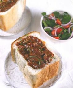Daar is min dinge so lekker soos 'n geurige Bunny Chow. South African Recipes, Indian Food Recipes, Grilled Steak Recipes, Feel Good Food, Savoury Baking, Specialty Foods, Sweet Desserts, Curry Recipes, Street Food
