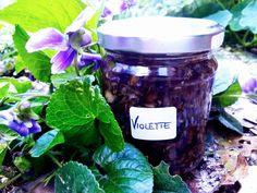 Marmellata di Violette, squisitezza da riscoprire – Paletta & Grembiule Glass Terrarium, Moon Cake, Nutella, Delicious Desserts, Mason Jars, Tableware, Food, Recipes, Marmalade