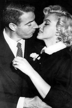 19 vintage celebrity wedding photos that are truly gorgeous: Joe Dimaggio and Marilyn Monroe