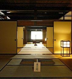 Chamadas de shouji (障子), as portas tradicionais japonesas têm estrutura de madeira ou bambu e são forradas por papel.
