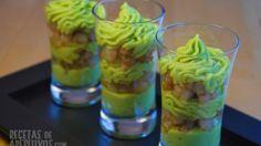 vasito de crema de aguacate con gambas en vinagreta