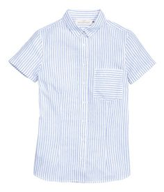 White/striped. Fitted blouse in woven cotton fabric. Short sleeves with sewn cuffs, chest pocket, and rounded hem.