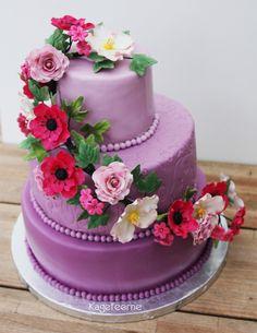 Lilla fondant blomster fødselsdagskage i 3 lag - Purpel fondant flower birthdaycake in 3 layer - Fransk anemone og rose blomsterranke