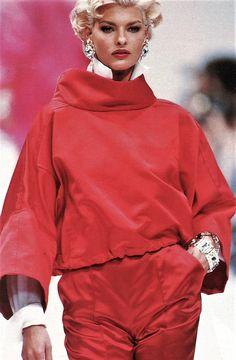 Linda Evangelista - Gianfranco Ferre Runway Show, 1991