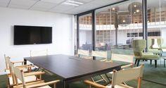 Sala de reuniões nos escritórios da Leader @ Business em Clichy-sous-Bois, França