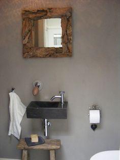 oud krukje, drijfhout spiegel, natuursteen wasbak