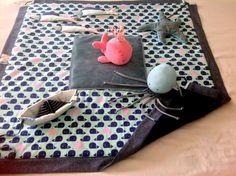 Tapis d'éveil sensoriel transformable en sac de rangement : Jeux, peluches, doudous par la-griffe-de-la-loupette