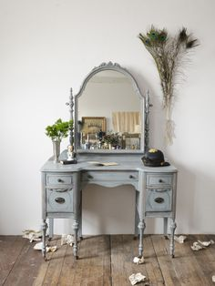 Beatrice 1930's Antique Vanity SOLD | The Savoy FleaThe Savoy Flea