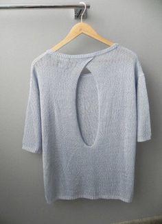 Błękitny sweter wycięcie plecy Reserved SM