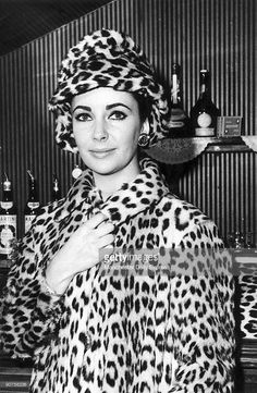 liz-taylor-in-leopard-skin-coat-and-hat-picture-id90758236 (668×1024)