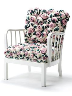 MYK has several new pom pom furniture designs and we couldn't wait to bring them to your attention. Pompoms conjure up feelings of soft, cozy and fun details and Myra. This chair is upholstered of over 260 handmade pompons in pastel rose- design. Living Furniture, Furniture Design, Muebles Living, Pom Pom Rug, Vintage Chairs, Floor Cushions, Rose Design, Love Seat, Armchair