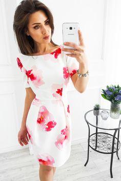 Biała sukienka w czerwone kwiaty z dekoltem na plecach Dresses, Fashion, Gowns, Moda, La Mode, Dress, Fasion, Day Dresses, Fashion Models