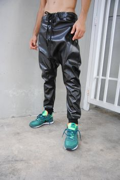 Black Leather Drop Crotch Harem pants   Mens Leather par GAGTHREADS Joggers  De Cuero 630e9a19dfd
