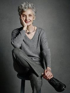 45 Trendy hair grey older women outfit 50 Style, Hair Style, Mature Fashion, Fashion Over 50, High Fashion, Mode Ab 50, 50 And Fabulous, Advanced Style, Ageless Beauty