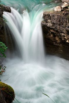 Johnston Canyon Falls - Canada.   ♥♥