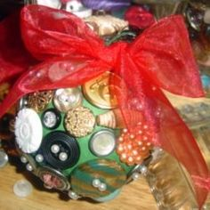 I adore DIY Christmas ornaments. Each year I search for a fun or meaningful ornament to make and gift to family members and a few special friends....