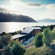 On the shores of New Zealand's Lake Wakatipu, architects Bronwen Kerr and Pete Ritchie designed a relaxed family home that reclines into its spectacular landscape.