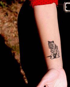 71 ultra coole Tiger Tattoo Ideen als Inspiration - Tattoo - Animal Tattoo Meanings, Animal Tattoos For Women, Small Animal Tattoos, Sleeve Tattoos For Women, Small Tattoos, Trendy Tattoos, Popular Tattoos, Mini Tattoos, Tattoos For Guys