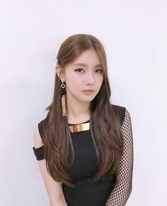 K-Pop Babe Pics – Photos of every single female singer in Korean Pop Music (K-Pop) Kpop Girl Groups, Korean Girl Groups, Kpop Girls, Extended Play, First Girl, My Girl, Soyeon, Pretty Asian, Fandoms