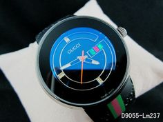 Reloj Gucci azul y negro.