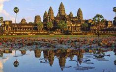 Un capolavoro nel cuore della Cambogia: le rovine di Angkor Wat In Giordania troviamo Petra, in Sudamerica le rovine di Macchu Picchu, nel sud est asiatico la città incantata è Angkor Wat. Le rovine di questa antica città sono nel cuore della Cambogia e rappresen #cambogia #angkorwat #viaggi